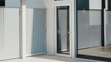 Porte blindée et de sécurité vitrée : comment choisir ?