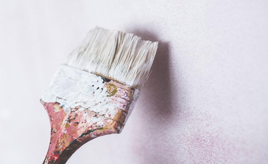 Peindre un mur ou un plafond : techniques et matériel